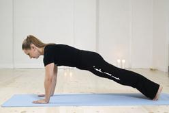 Pilatesundervisning med planke