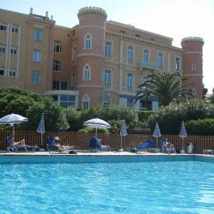 Hotel-pool-Korsika